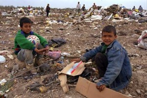 gaza-children-looking-for-food-in-a-garbage_7333