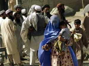 womanflees_wchildr95capt_1000566086pakistan_afghanistan_attacks_tor109